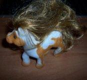 Лошадь пони с гривой