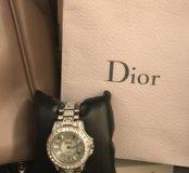 Часы со стразами Dior