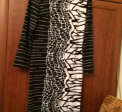Платье смотрится стильно