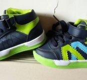 Комплект новой обуви