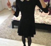 Платье с воротничком.