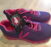 Новые кроссовки 36 размер