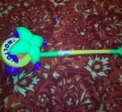 Новая музыкальная игрушка-каталка