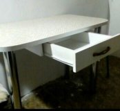 Стол с восхетительной столешницой