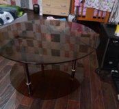 Журнальный стол б/у стеклянный цвет каричневый.
