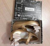 Продам новые детские сандалии туфли Mini Melissa
