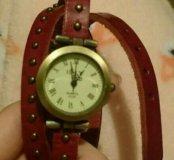 Бордовые часы с клепками