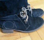 Замшевые ботинки с кожаными шнурками