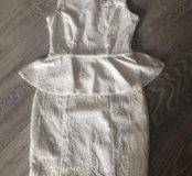 Платье белое с баской HM