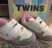 Модные кроссовки Twins