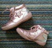Розовые ботинки для девочки