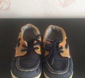 2 пары кроссовок