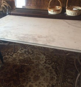 Стол кованный с мраморной столешницей