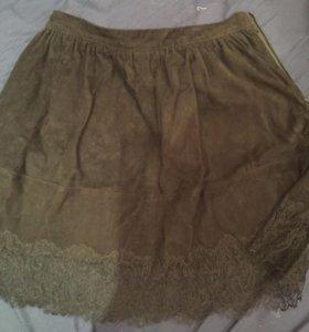 Замшевая женская юбка с кружевами