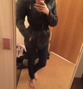 Куртка зимняя с капюшоном из черно-бурой лисы
