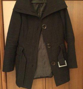 Короткое драповое пальто