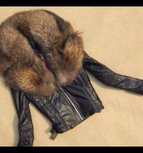Кожаная куртка с воротником из лисы