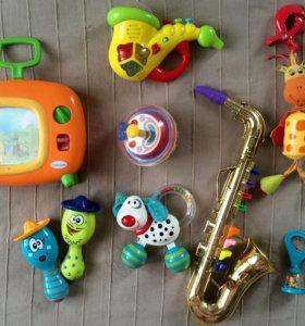Много музыкальных игрушек