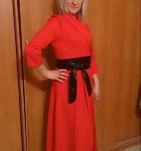 Платье вечернее одевала 1 раз торг уместен))