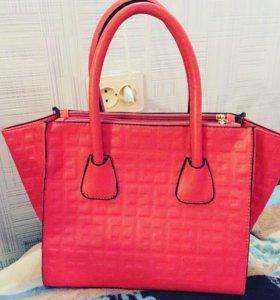 Модная яркая фирменная сумочка