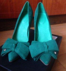 Замшевые изумрудные туфли 38 р-р