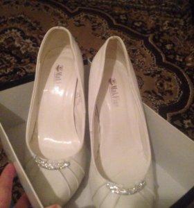 Белые туфли 👠