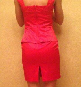 Красное вечернее платье. На подкладке.