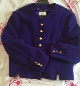Коротенький шерстяной пиджачок,шерстяной