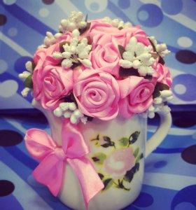 Розы в чашке букет