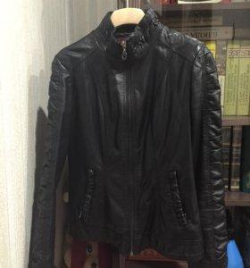Куртка кожаная  ( осень) р-р 42-44. Хорошее состоя