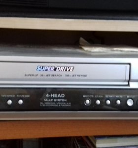 Видео касетный магнитофон.