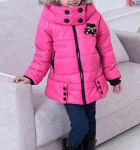 Ярко-розовая куртка на девочку.