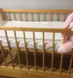 Детская кроватка из натуральной сосны, покрыта лак