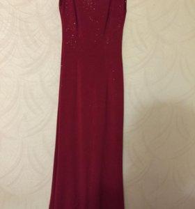 Вечернее платье в обтяжку красное.
