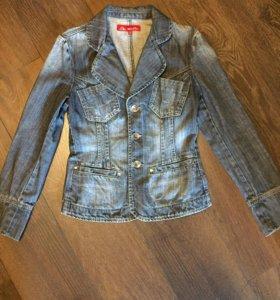 Джинсовый пиджак приталенный