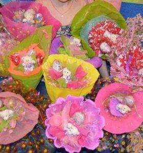 Букеты из конфет и игрушек)))