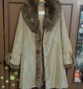 Пальто демисезонное на нат.меху размер 50