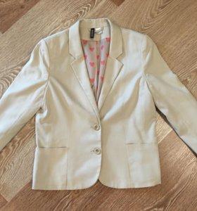 Бежевый пиджак H&M