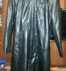 Пальто из натуральной кожи.