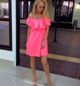 Платье на бретелях-цепочках кораллового цвета 🌺