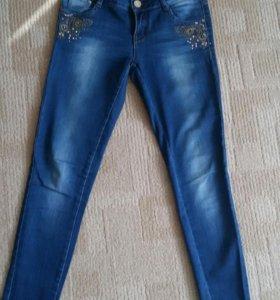 Джинсы и новые велюровые брюки