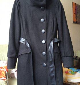 Пальто демисезонное в отличном состоянии,80%шерсть