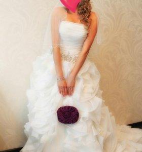 Свадебное платье со шлейфом(реплика Вера Вонг)