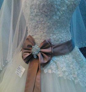 Новое платье свадебные очень красивое