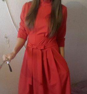 красивое красное платье в пол
