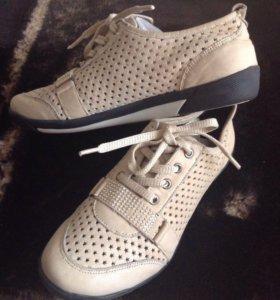 Обувь женская 35-36 р-р