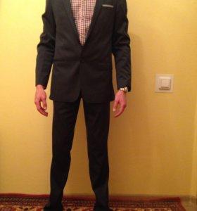 Продаю мужской новый костюм