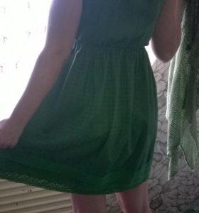 Платье с вязаной накидкой