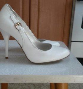 Белые туфли 37 р