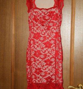 Платье с кружевом новое